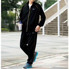【K・SWISS】コーディネートに悩まない、スタイリッシュなセットアップのトレーニングスーツ