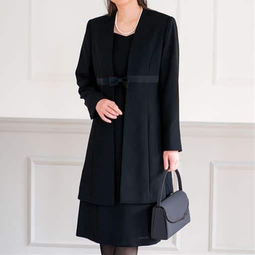 【大きいサイズ プランプ】上質な黒が際立つブラックフォーマルアンサンブル。デザイン性や着ごこちにもこだわっています。
