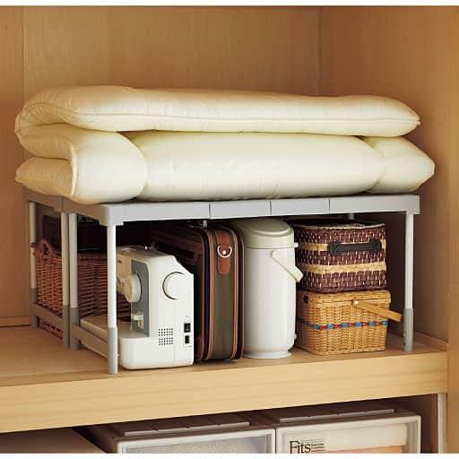 押入れ・クローゼットの収納に便利な整理棚(幅が伸縮で隙間にフィット)/2個セット