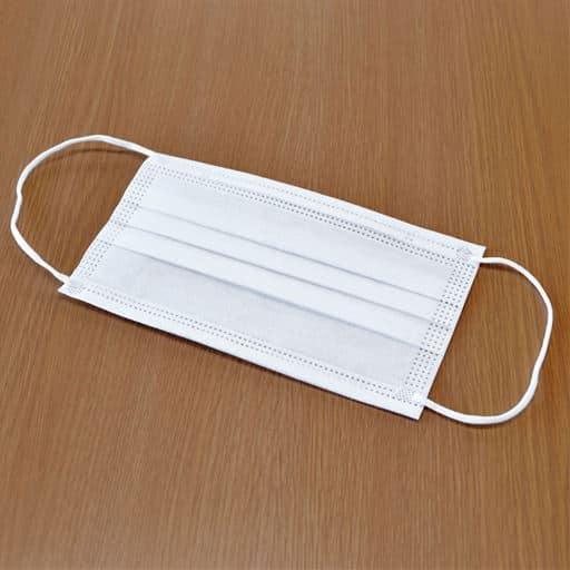 立体型不織布マスク(50枚入) - セシール ■カラー:ホワイト ■サイズ:レギュラー
