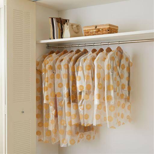 使う分だけ取り出しやすいティッシュ式洋服カバー(衣類カバー) ■カラー:ブルー系 オレンジ系 グリーン系 ピンク系 ■サイズ:A(30枚セット),B(50枚セット)と題した写真