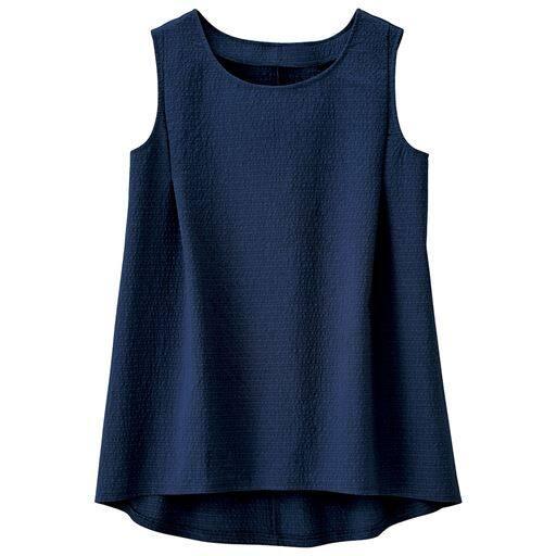 【大きいサイズ プランプ】涼やかに着こなせるサッカー地のノースリーブブラウス。後ろ裾は長め&ラウンド仕様です