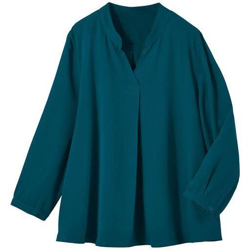 これ一枚で秋の旬度アップ!何枚も欲しい服を何枚も買えるプライスで。定番のスキッパーブラウスを秋色・秋柄でアップデート。単品でもジャケットインにも活躍するトレンドブラウスです。