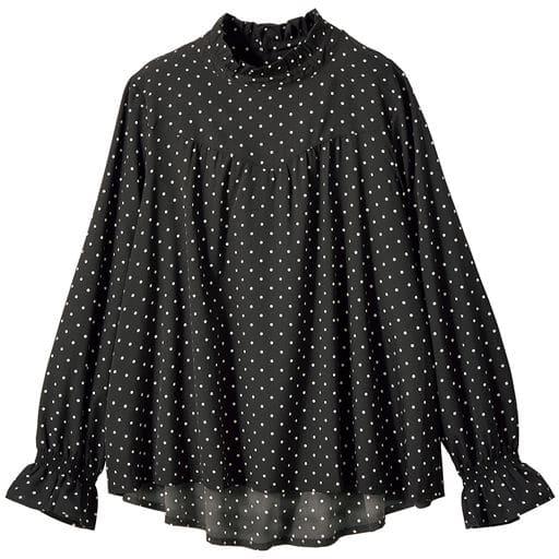 これ一枚で秋の旬度アップ!何枚も欲しい服を何枚も買えるプライスで。この秋まず手に入れたいフリルハイネックのブラウス。単品でもジャケットインにも活躍するトレンドブラウスです。