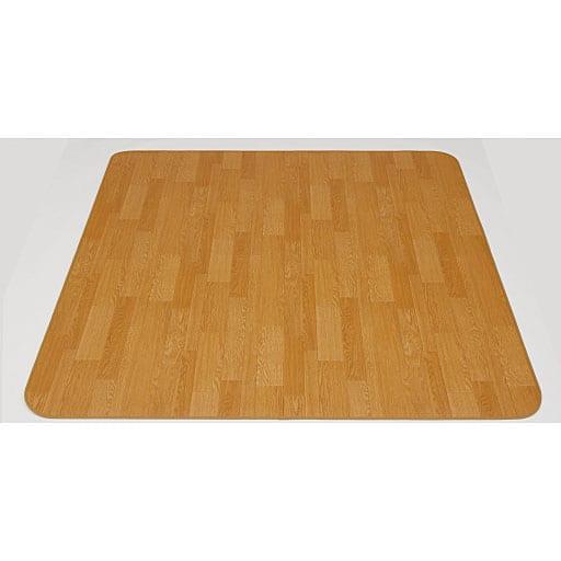 消臭抗菌防ダニ仕様のダイニングラグ (水をこぼしても拭くだけ、お手入れ簡単、床(フローリング)の傷から守る)と題した写真