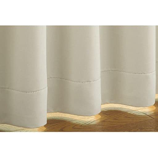 窓を包む白度の高いマシュマロタッチの1級遮光カーテンと題した写真
