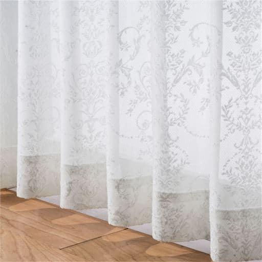 2倍ヒダレースカーテン(立体感あるオーナメント柄) ■カラー:ホワイト ■サイズ:幅100×丈108cm(2枚組),幅100×丈133cm(2枚組),幅100×丈183cm(2枚組),幅100×丈188cm(2枚組),幅100×丈208cm(2枚組),幅100×丈198cm(2枚組)の商品画像