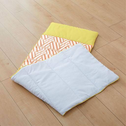 40%OFFロールクッション 丸めて枕、伸ばしてごろ寝、車の後部座席のクッションにも便利に使える - セシール ■カラー:オレンジ ■サイズ:A(横135×縦45cm)