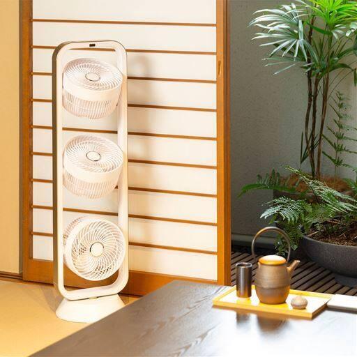 スリムなタワー型マルチファン/1台3役(扇風機・サーキュレーター・室内干し用ファン) - セシール ■カラー:ホワイト ■サイズ:B(3連)