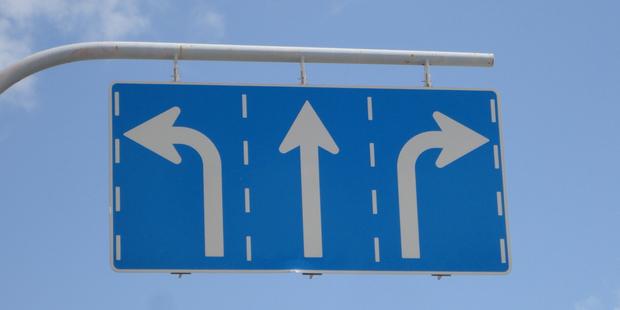 捨て始めると、勢いあまってどんどん捨てて、後悔することに。いる、いらない、考えるの3パターンで考えよう
