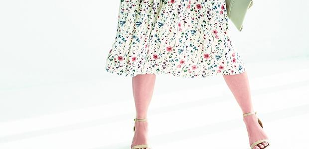 足をスッキリ見せられるスカートなら、ガンガン着たいですよね