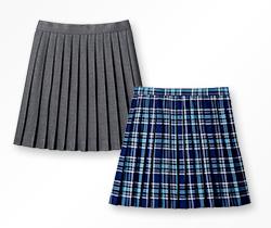 お出かけスカートは、指定制服のスカートとは違うカラーを選ぶとバリエーションが広がる