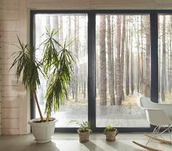 窓の結露から、結露対策の必要性を感じる人は多い