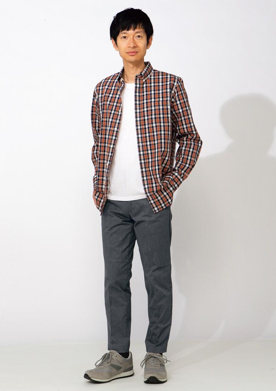 パンツが上品だと、カジュアルなシャツもぐっと大人らしく
