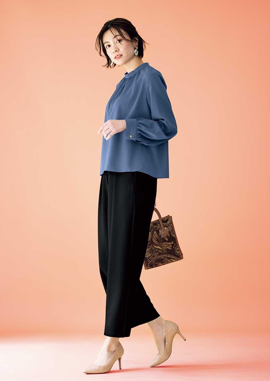 ブルー×ブラックの配色がどことなくクラシカルな印象