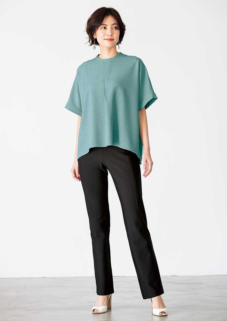 スモークグリーン×ブラックの組み合わせが今年らしい配色