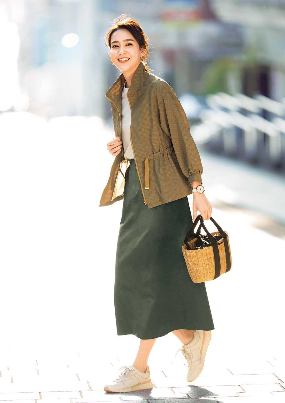 ハイウエストデザインですっきりスタイルUPしたスカートスタイル