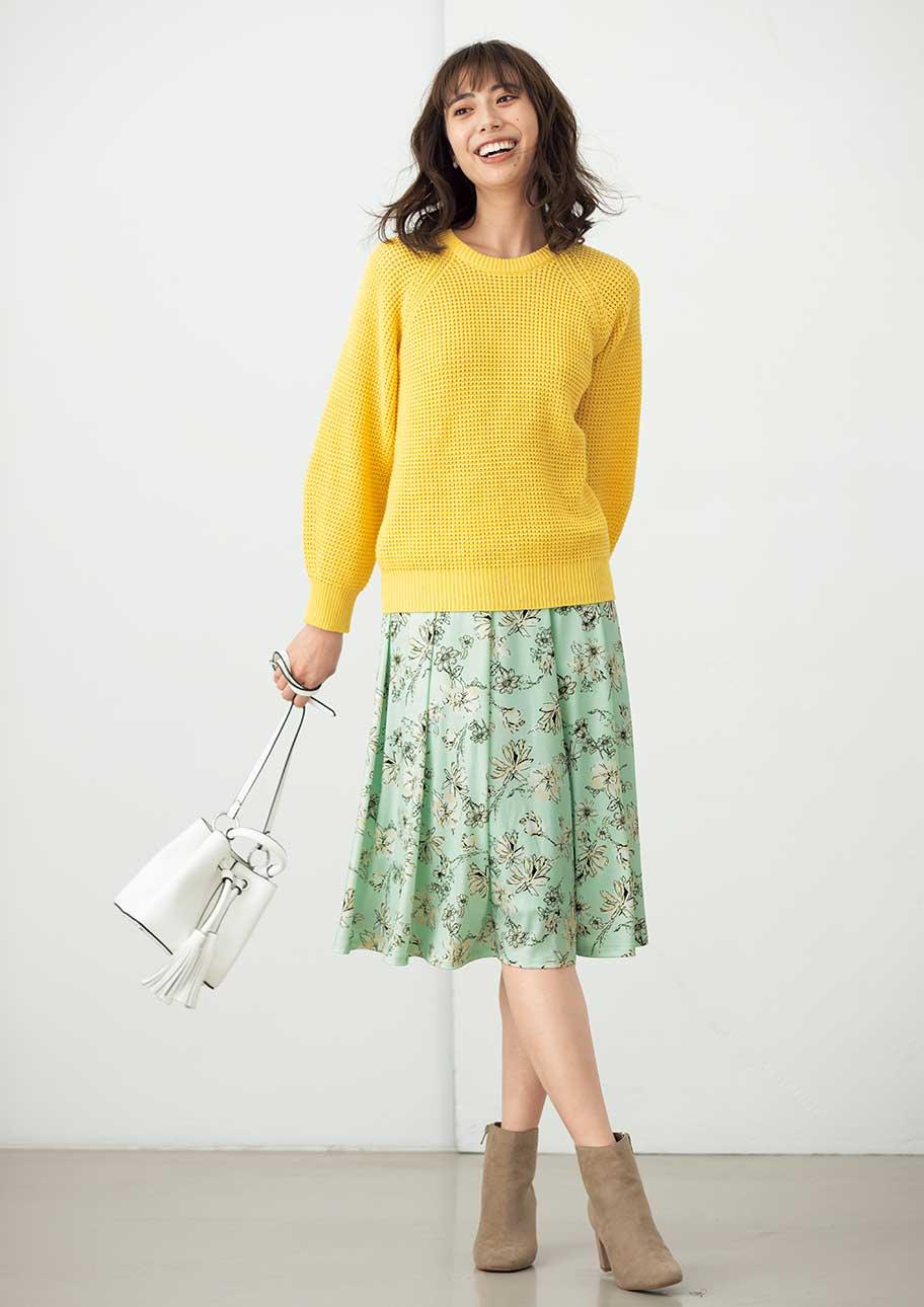 オフィスでも使える花柄スカートはとっても春らしい1枚