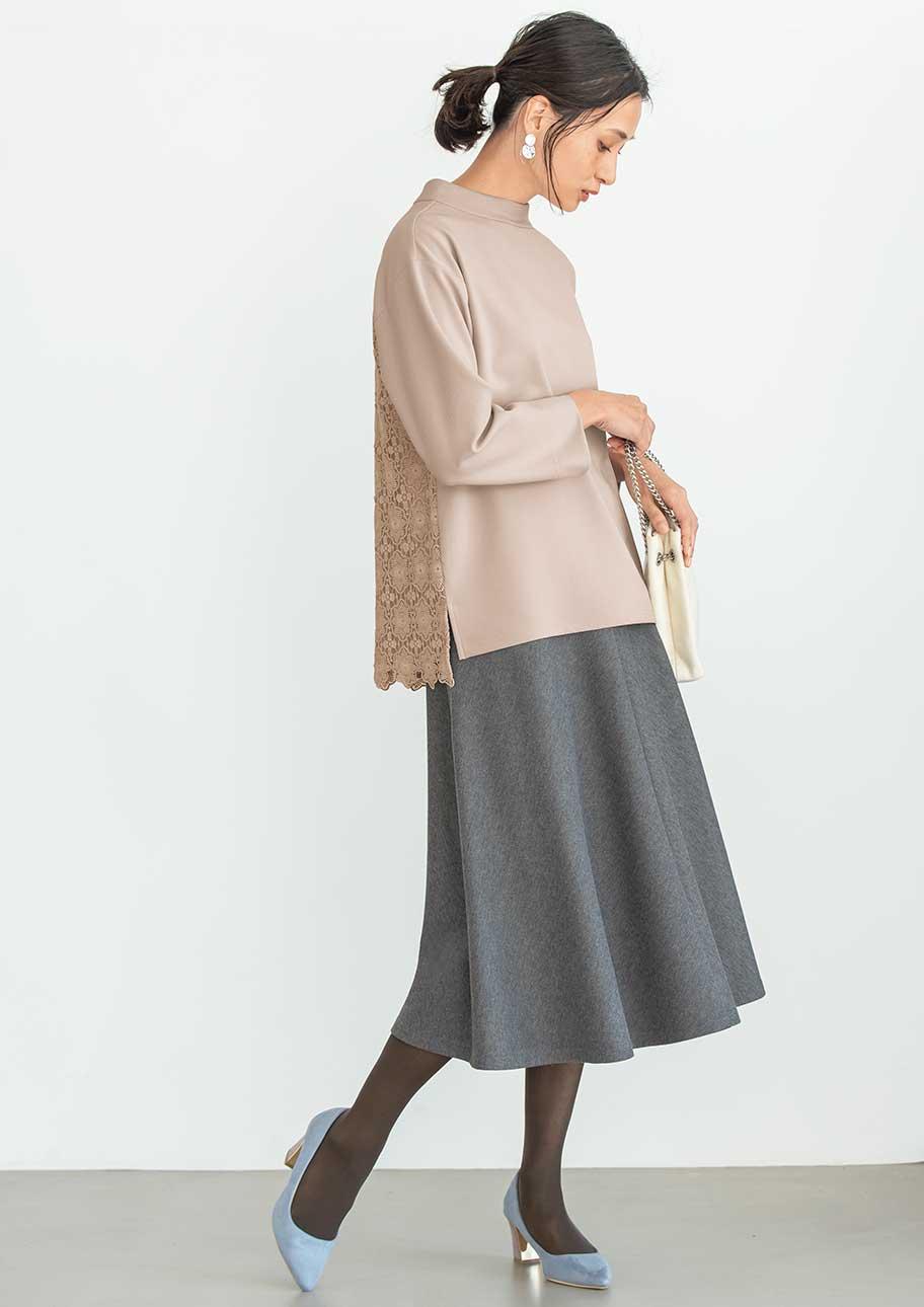 後ろ姿もおしゃれなきれいめスカートスタイル