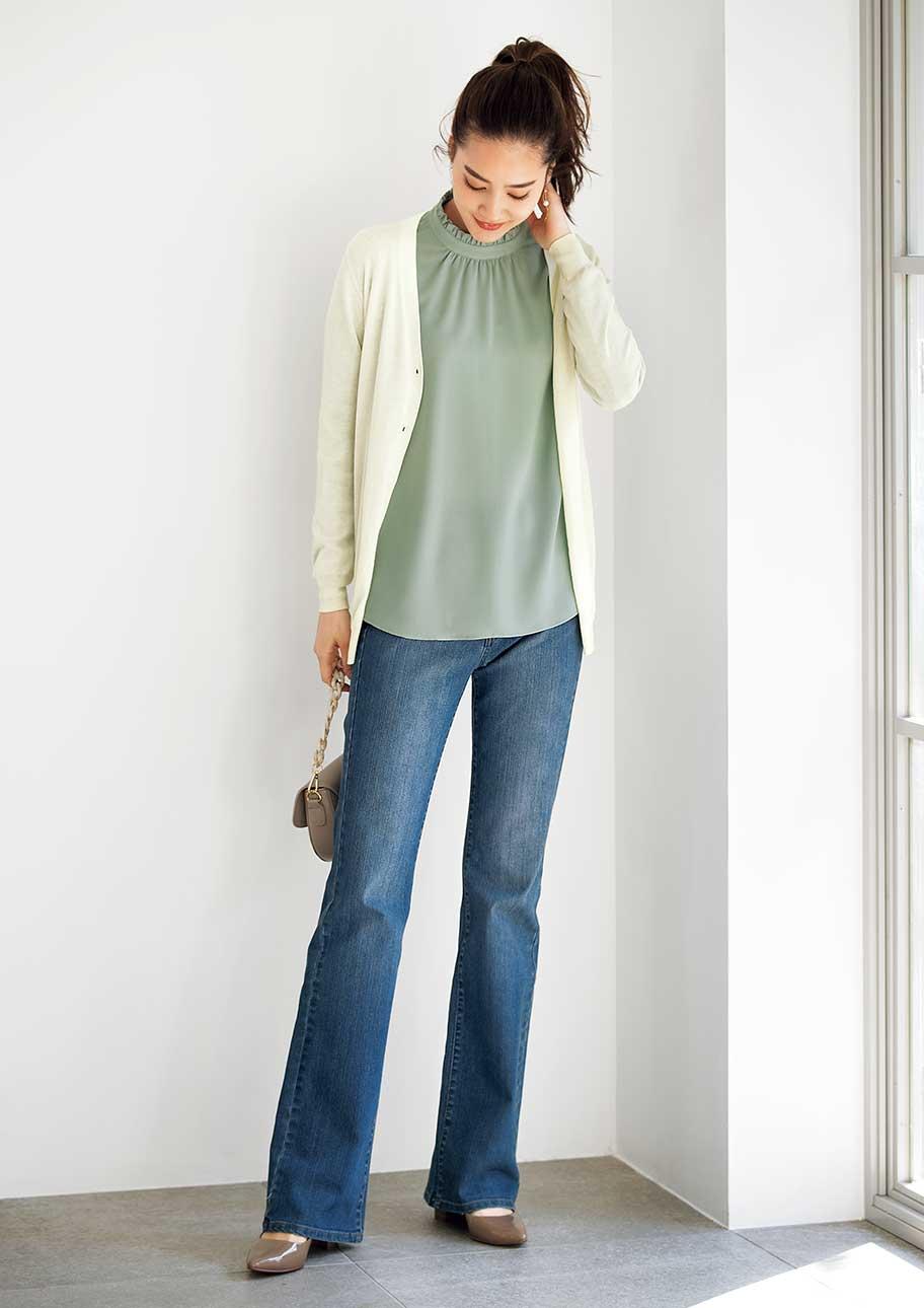きれいめにまとめても好印象なブーツカットスタイル