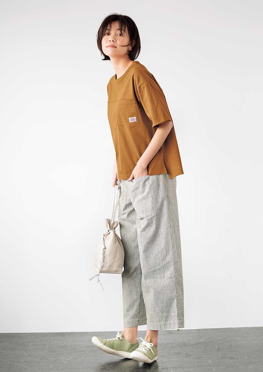 普通じゃないTシャツコーデはヨーク切り替えとシックなカラーがポイント