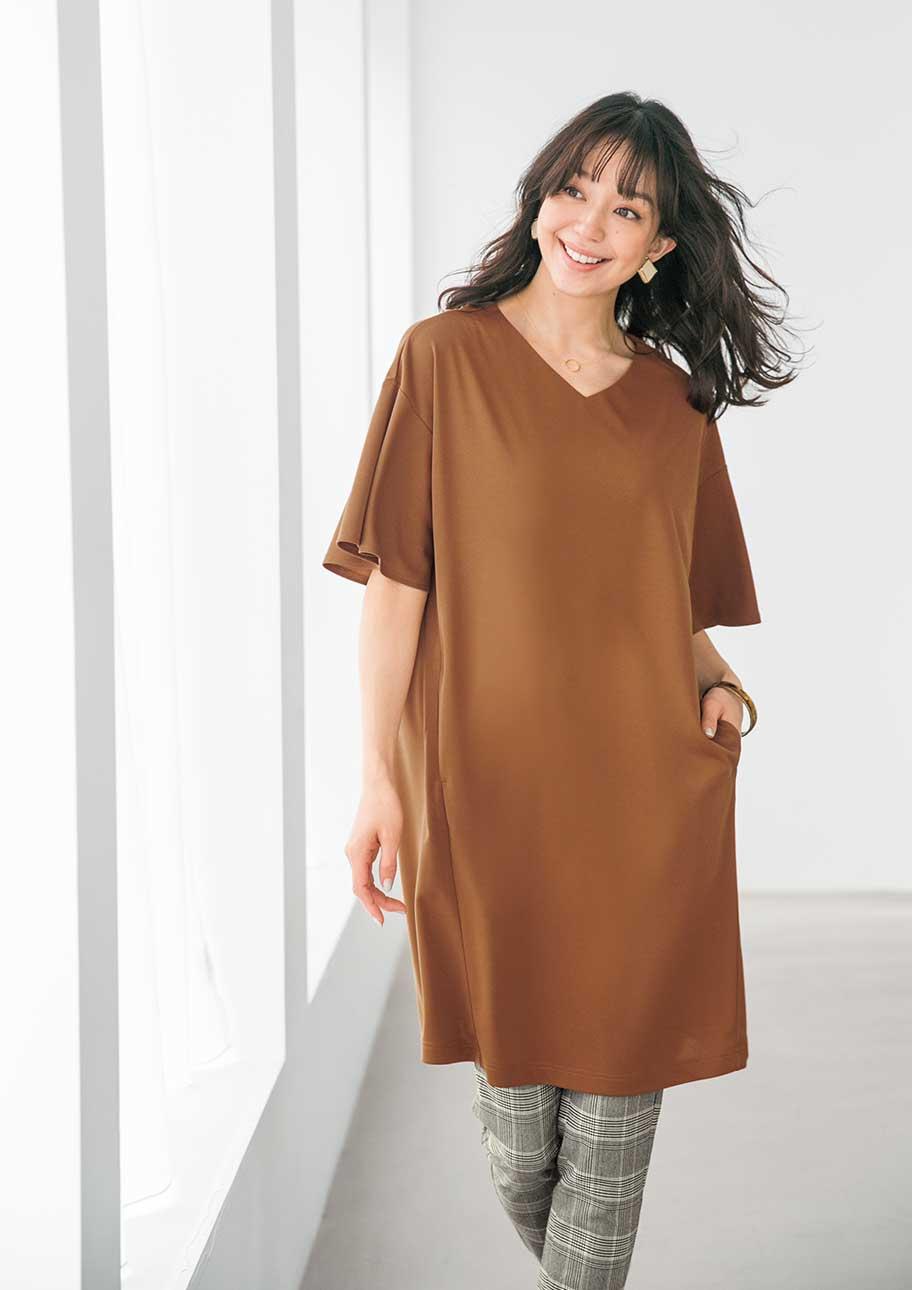 ふわっと揺れるフレア袖が軽やかで優雅なデザインチュニック