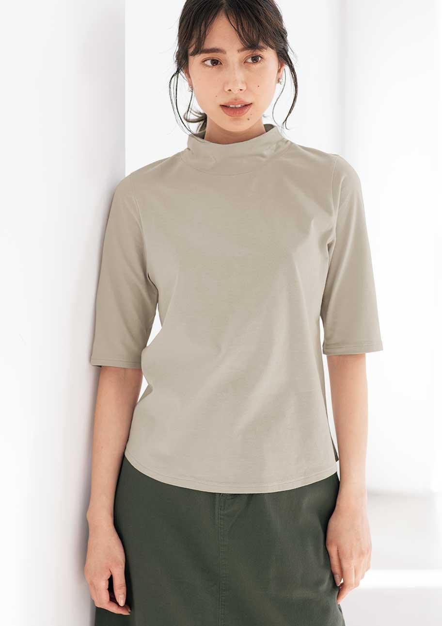 きれいめな印象のTシャツは女性らしく着こなす