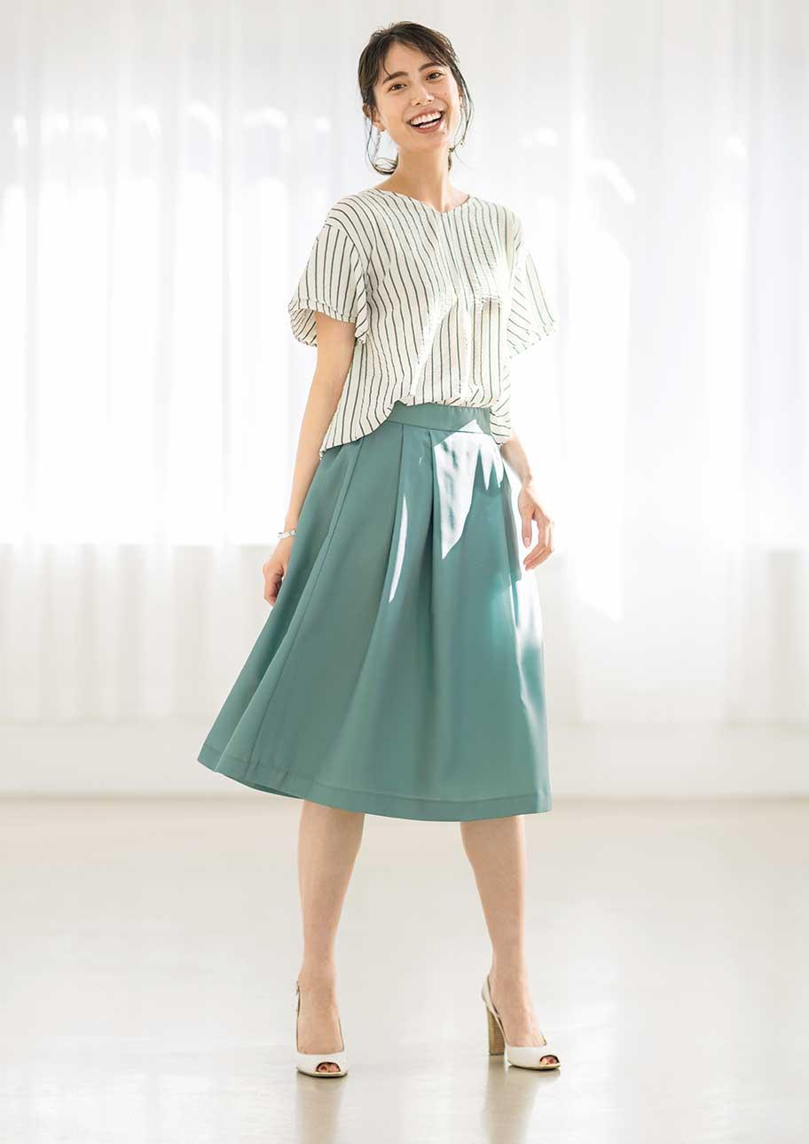 ふんわりスカートで、旬のバランスを楽しんで