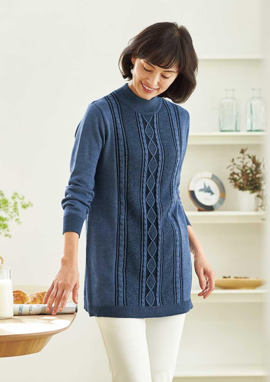 濃淡の糸でくっきりと表した前身ごろの編み柄でほっそり見え