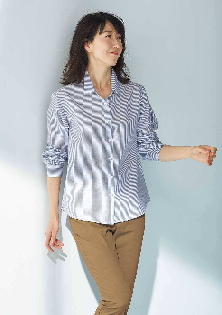 落ち感のある素材でシャツスタイルも女性らしく